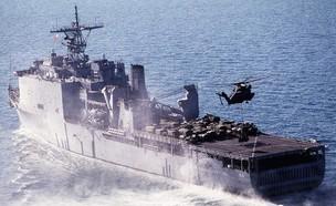 """ספינת Whidbey בפעולה (צילום: צי ארה""""ב)"""