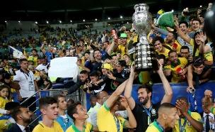 נבחרת ברזיל אחריה הזכייה (צילום: חדשות)