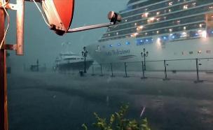 ונציה: כמעט תאונה בספינת תיירים - שוב (צילום: AP, חדשות)