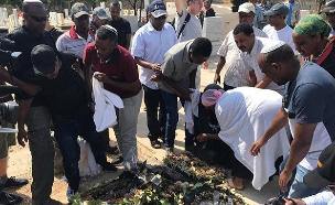 משפחת טקה עלתה לקברו של סלומון, הבוקר (צילום: החדשות)