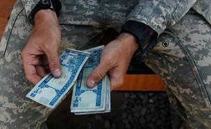 חייל סופר שטרות (צילום: Chris Hondros/Getty Images)
