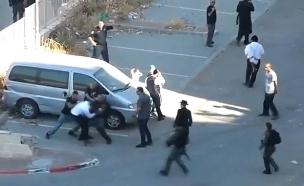 """מעצר אלים של מפגין חרדי בבית שמש (צילום: אתר """"כיכר השבת"""", חדשות)"""