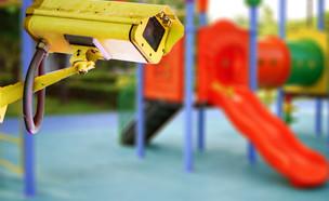 מצלמה בגן משחקים  (אילוסטרציה:  sasirin pamai, shutterstock)