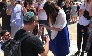 צפו בהצעת הנישואים המרגשת (צילום: חדשות)