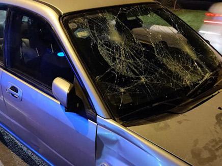 רכבם של בני הזוג שהותקף במהלך ההפגנה ברחובות