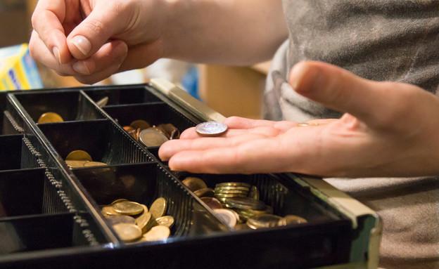 כסף בקופה (צילום: tetxu, ShutterStock)