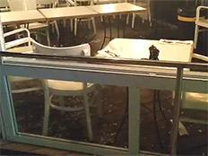 4 פצועים בקריסת מעקה זכוכית במסעדת סיטארה