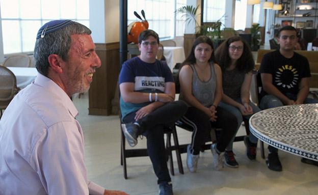 פרץ עם תלמידים (ארכיון) (צילום: החדשות)