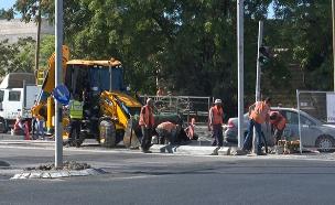 צפו בעבודות בכניסה לעיר הבירה (צילום: החדשות)