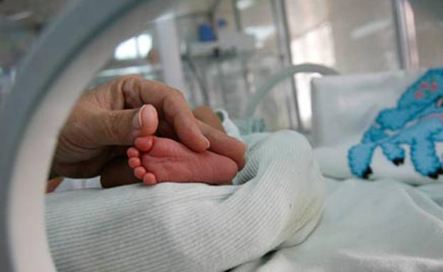 רגל של תינוקת באינקובטור (צילום: רויטרס, חדשות)