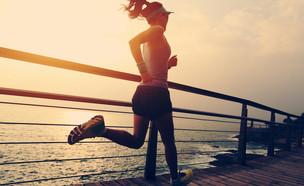 אישה רצה (צילום: kateafter | Shutterstock.com )