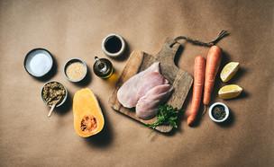 חזה עוף עסיסי לצד ירקות אפויים (צילום: אמיר מנחם)