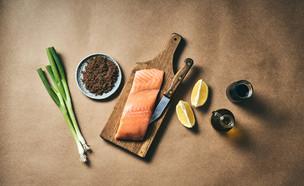 דג סלמון בתנור עם כוסמת (צילום: אמיר מנחם)