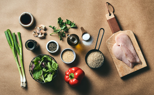סלט קוסקוס מלא עם חזה עוף צלוי (צילום: אמיר מנחם)