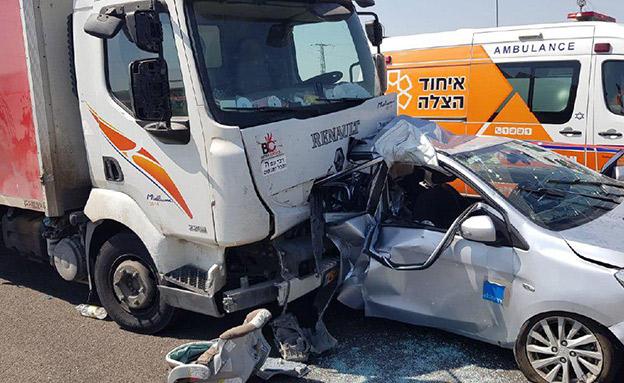 תאונת דרכים בכביש 7 (צילום: דוברות המשטרה, חדשות)