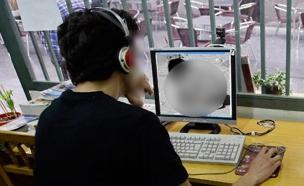 נער רואה פורנו פדופיליה במחשב (צילום: רויטרס, חדשות)