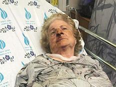בת 82 הוכתה ונשדדה כשירדה למכולת
