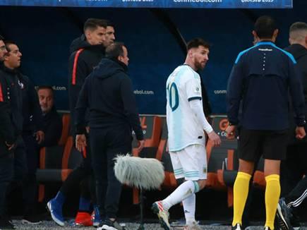 הפרעוש בעת הרחקתו נגד פרו (getty) (צילום: ספורט 5)