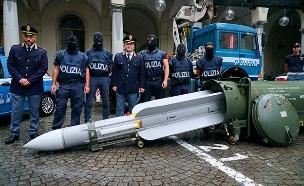 איך הגיע טיל לידי פעילים נאצים? (צילום: AP, חדשות)