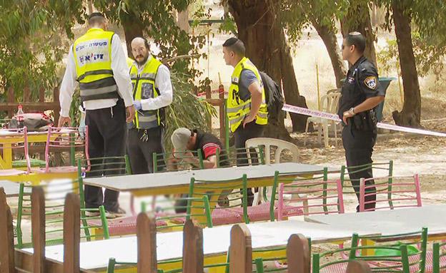 אביו של סולימאן מתאבל בזירה (צילום: החדשות)