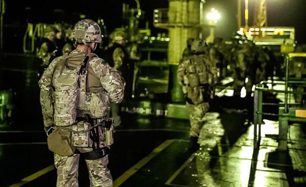 רגעי ההשתלטות על המכלית האירנית (צילום: הצבא הבריטי, חדשות)
