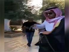 תיעוד: בלוגר סעודי סופג יריקות וקללות בהר הבית