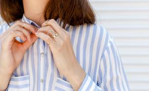 אישה לבושה בחולצת פסים (אילוסטרציה: kateafter | Shutterstock.com )