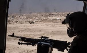 חילוץ לוחמים מקרב עם מחבלים (צילום: Andrew Renneisen/Getty Images)