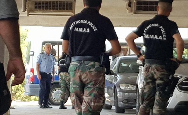 החשודים בדרכם להארכת מעצר (צילום: חדשות)