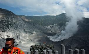 התפרצות הר הגעש באינדונזיה (צילום: AP, חדשות)