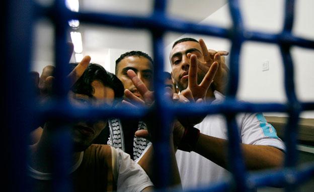 אסירים פלסטינים (צילום: רויטרס, חדשות)