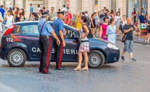 משטרה באיטליה (צילום:  Diego Fiore, shutterstock)