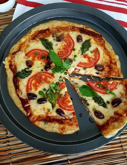 פיצה מבצק טונה (צילום: רון יוחננוב, אוכל טוב)