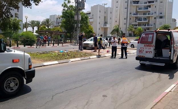 זירת תאונת הדריסה בקריית גת (צילום: דוברות מדא)