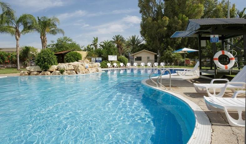 הבריכה במלון (צילום: אורי אקרמן)
