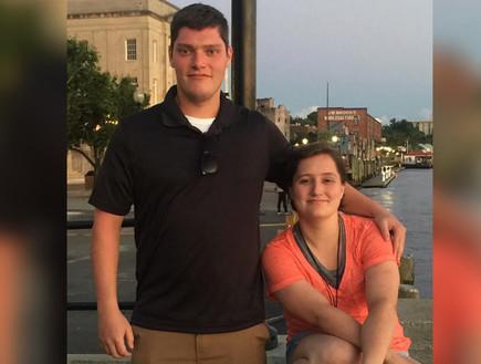 הרוצח מאוהיו, קונור בטס, עם אחותו מייגן (צילום: פייסבוק)