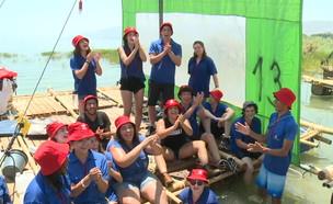 בני הנוער שמבלים את החופש בהתנדבות (צילום: החדשות 12)