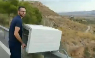 ספרד: זרק מקרר במורד הר – ויכנס לכלא?      (צילום: מתוך חשבון הטוויטר AUGC Guardia Civil )