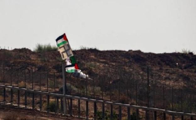 צלב קרס בהפגנות בגבול עזה (צילום: דובר צה