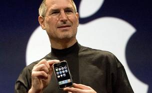 סטיב ג'ובס מציג את האייפון החדש בשנת 2007 (צילום: David Paul Morris, GettyImages IL)