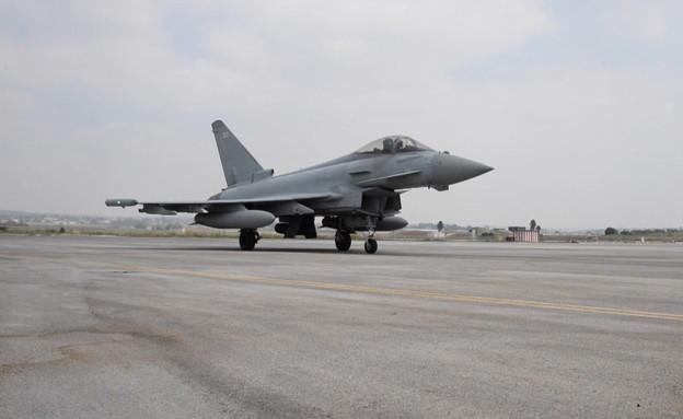 נחיתת מטוס קרב בריטי בישראל (צילום: החדשות 12)