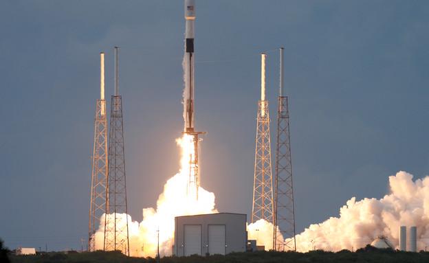 שיגור הלוויין הישראלי עמוס 17 לחלל (צילום: רויטרס)