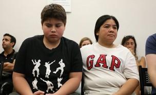 רוהן בן ה-13 ואמו רוזמרי המועמדים לגירוש (צילום: אורן זיו)