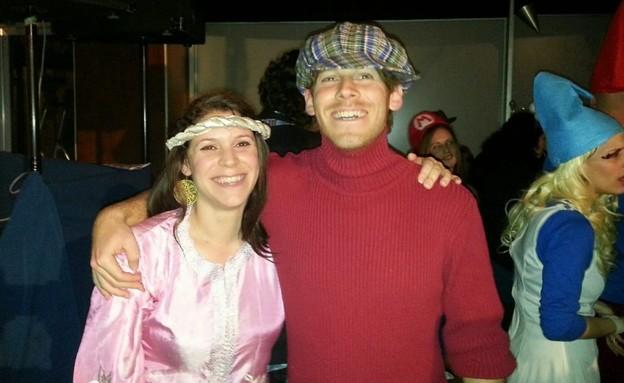 עדי מס ואחותו לירי במסיבת פורים (צילום: באדיבות המשפחה, באדיבות המשפחה, החדשות)