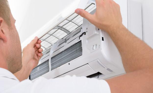טכנאי מתקן מזגן (אילוסטרציה: Andrey_Popov, shutterstock)