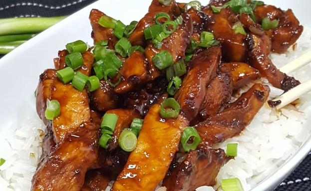 עוף מוקפץ עם טריאקי ב-3 מרכיבים (צילום: רון יוחננוב, אוכל טוב)