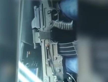 תיעוד: מניף נשק ויורה בנצרת