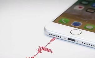 """האפליקציות מאזינות לכם? יש כיסוי שחוסם את זה (צילום: מתוך """"נקסט"""", קשת 12)"""
