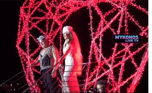 חגיגות הנישואין של עידן ובתיה עופר במיקונוס (צילום: צילום מסך ב-news 24-7, גלובס)