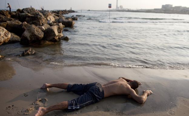 גל חום בתל אביב (צילום: Nir Elias, שי פרנקו, רויטרס)